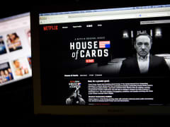 The Netflix Inc. website displays the 'House of Cards' series