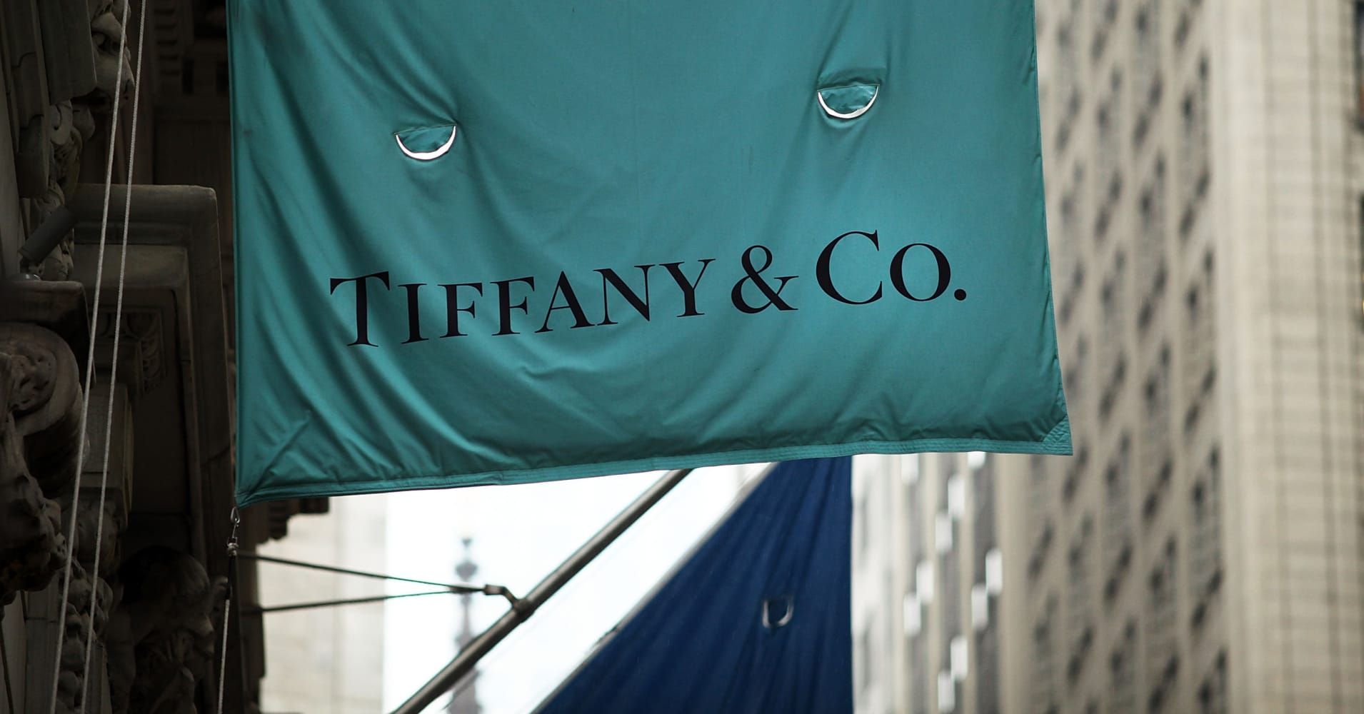 Tiffany stock slumps after sales miss estimates
