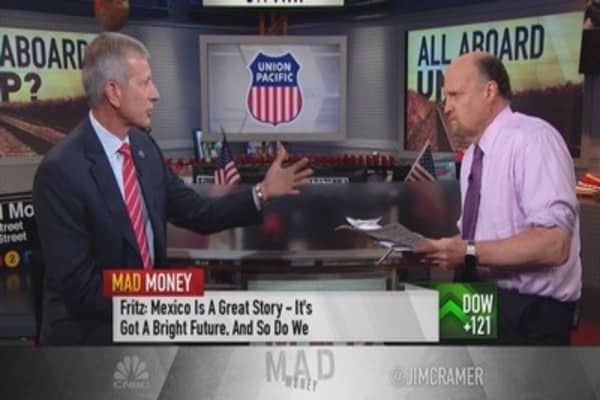 If you have to own a rail, Cramer picks UNP