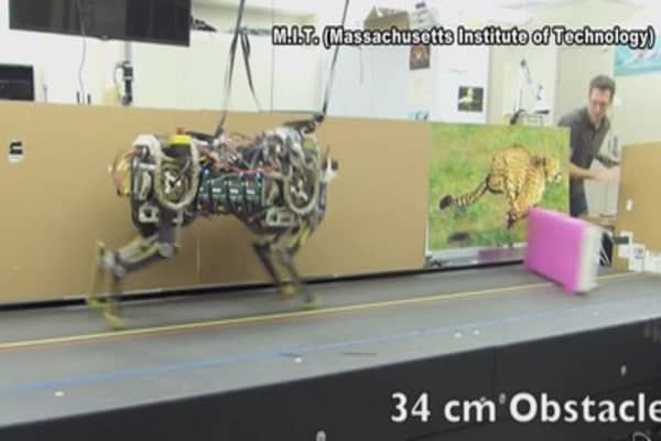MIT robot hurdles obstacles on its own