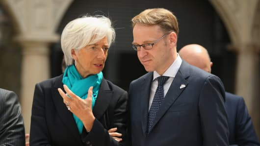 International Monetary Fund (IMF) Managing Director Christine Lagarde and German Bundesbank Governor Jens Weidmann chat prior to the group photo of finance ministers, central bank governors, and global financial institution heads during a meeting of finance ministers of the G7 group of nations on May 28, 2015 in Dresden, Germany. The G7 finance ministers are meeting ahead of the upcoming G7 summit at Schloss Elmau in June. (Photo by Sean Gallup/Getty