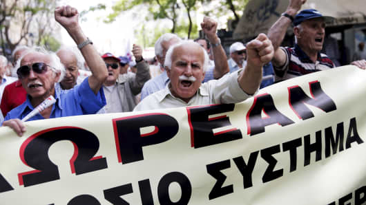 Greek pensioners shout slogans during a demonstration in Athens May 20, 2015.