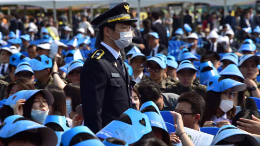 A South Korean police officer wearing a face mask in Seoul.