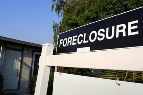 Rise of the zombie foreclosures