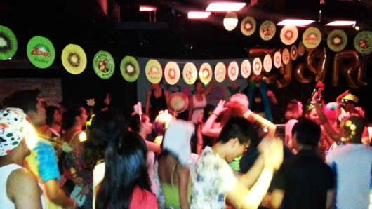 People dancing at the Zespri x Morning Gloryville Party in Singapore.