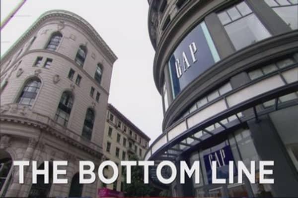 Gap cuts jobs, closes stores