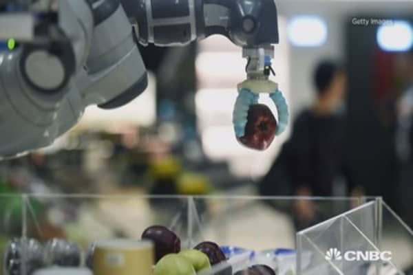 Robot hands stack your food