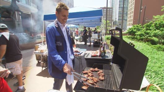 Alan Knuckman grilling his chicken at a pop-up lunch event outside the CBOE