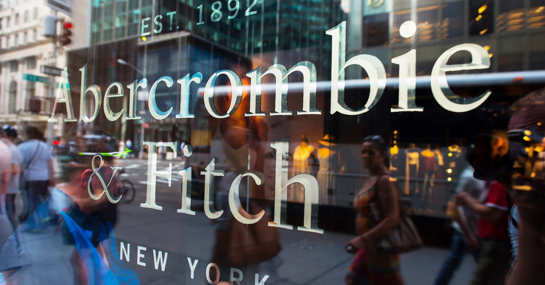 abercrombie and fitch porter analysis Pest analysis on abercrombie & fitch abercrombie & fitch (a&f) (nyse: anf) is an american retailer, currently headed by chairman and ceo.