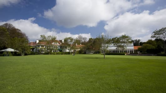 This Southampton estate can be rented out for the summer for a total of $1.2 million.