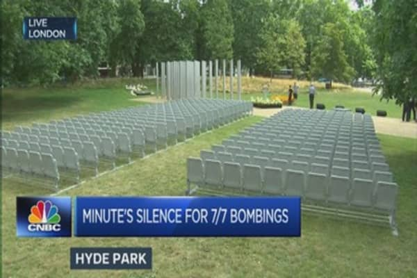Minute of silence honours UK's 7/7 victims