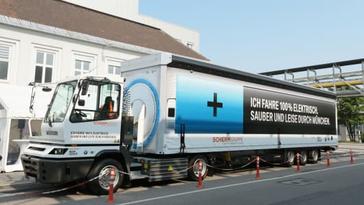 The 40-ton electric truck owned by BMW has a range of 100kms