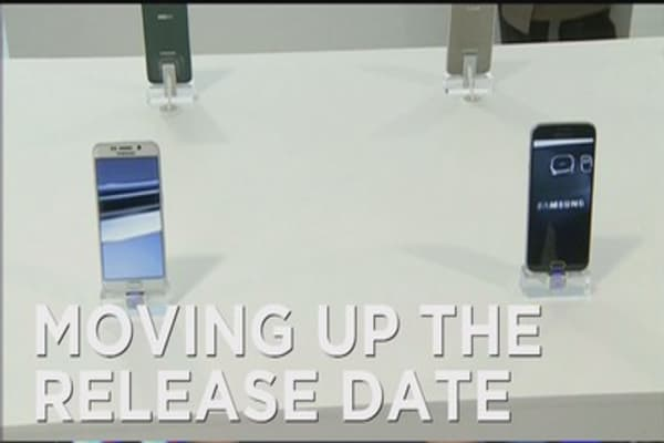 Samsung moves up smartphone release date