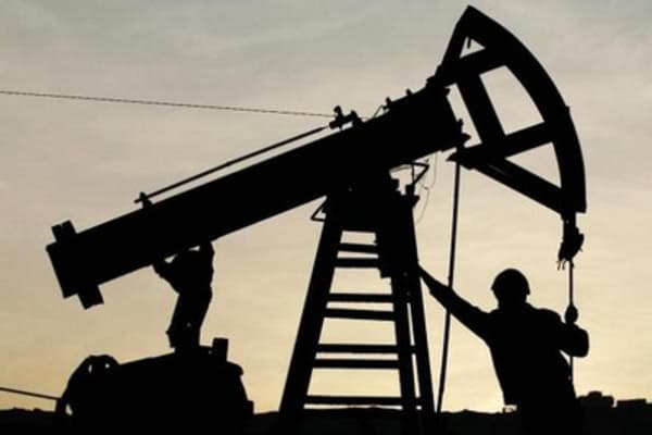 Oil prices tank as Iran nuke deal looms