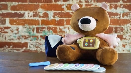 Jerry the Bear with his insulin pen, backpack and food cards.
