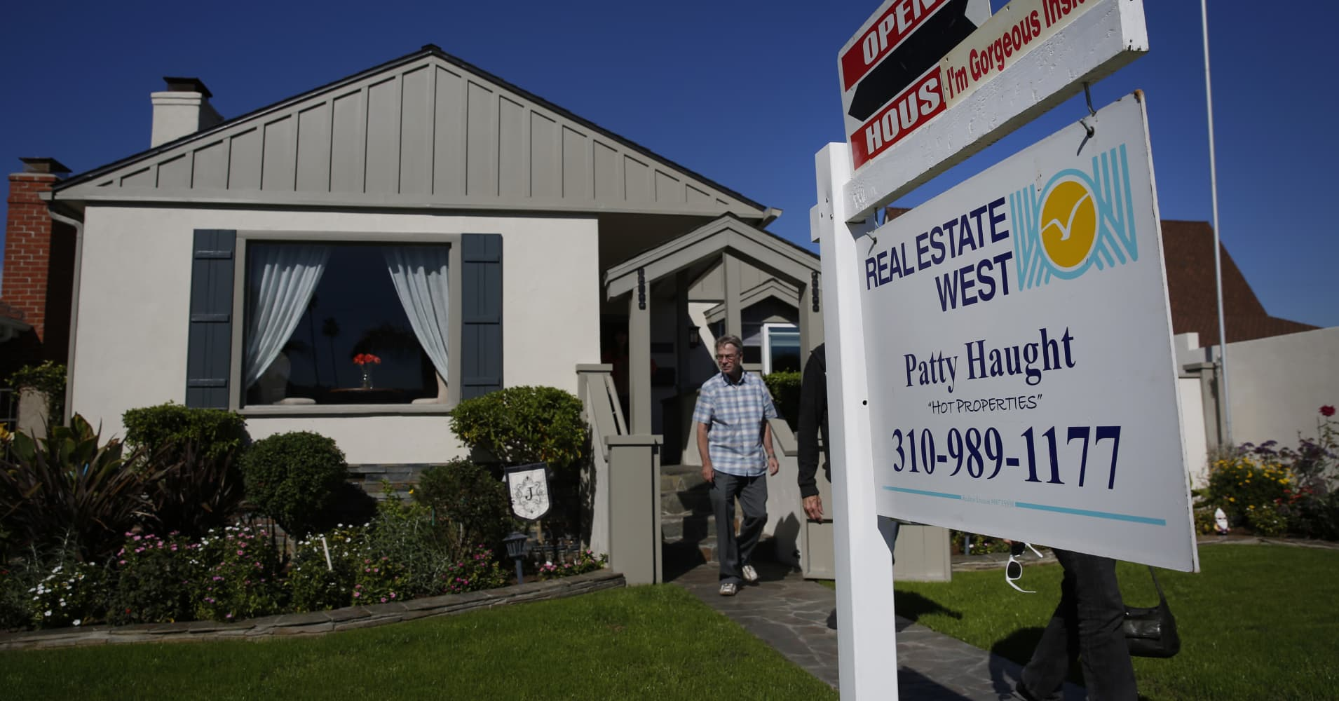 Homebuyer demand suddenly falling off as inventory keeps shrinking