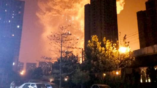 http://fm.cnbc.com/applications/cnbc.com/resources/img/editorial/2015/08/12/102915884-150812-tianjin-explosion-0244p.530x298.jpg?v=1439406504