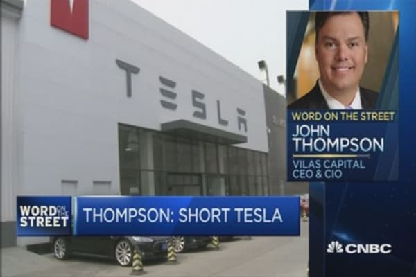 This expert is shorting Tesla