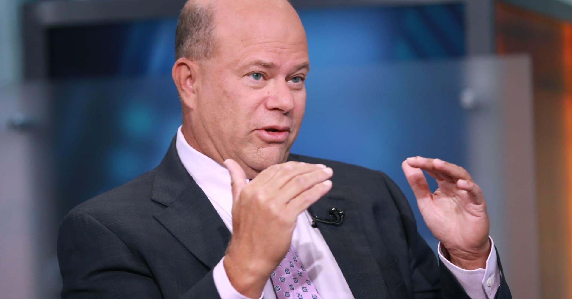Hedge fund billionaire David Tepper says he's 'still long stocks' and 'still short bonds'