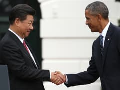 President Barack Obama (R) shakes hands with Chinese President X