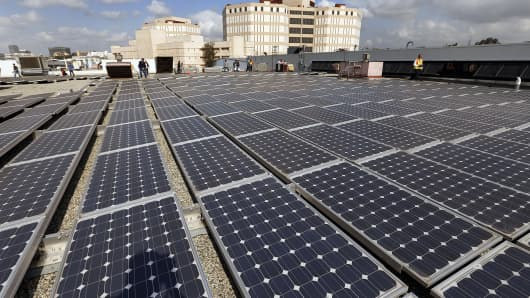 Nearly 6,000 solar panels cover the rooftop of Metro's Central Maintenance Facility, which generates roughly one megawatt, or enough to power 1,000 homes.