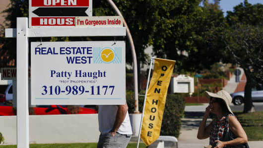 Potential homebuyers arrive for an open house in Redondo Beach, California