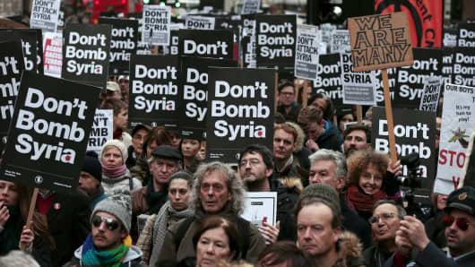 Demonstrators listen to speakers at a rally against taking military action against Islamic State in Syria, held outside Downing Street in London, November 28, 2015.