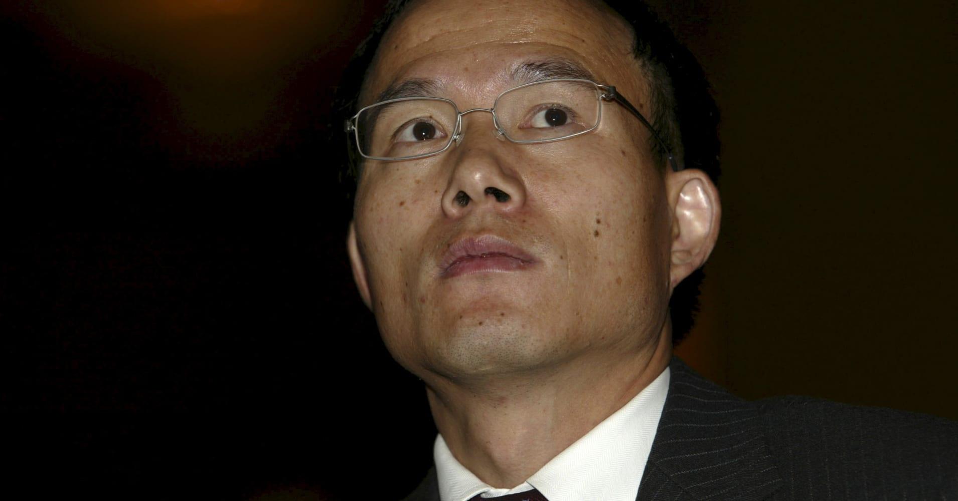 Despite capital controls, China's 'Warren Buffett' says he's pushing ahead with overseas acquisitions
