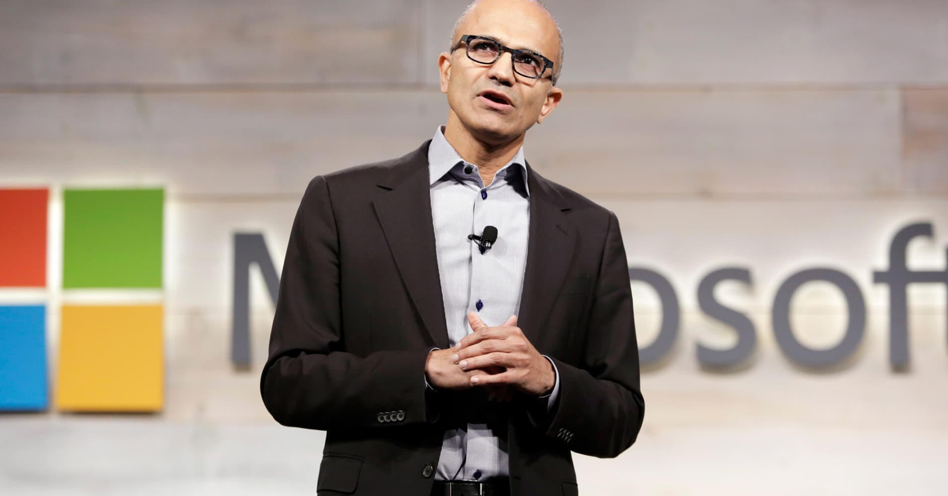 Microsoft Just Took Another Shot at Stealing Hardcore Apple Users