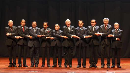 ASEAN leaders at the 27th ASEAN Summit.