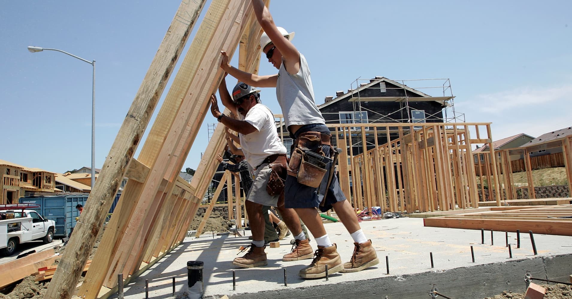 New home sales fall from near 9-1/2-year high