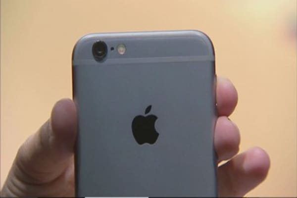 Apple extends losses following iPhone production cut report
