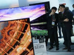 Show attendees check out the new Samsung 2016 SUHD TVs, which feature with Quantum dot display and bezel-less curved design, at CES 2016 at the Las Vegas Convention Center on January 6, 2016 in Las Vegas, Nevada.