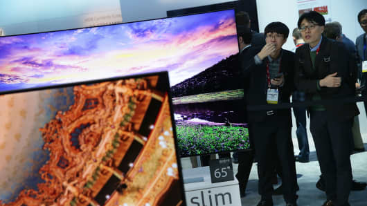 Show attendees check out the new Samsung 2016 SUHD TVs, which feature Quantum dot display and bezel-less curved design, at CES 2016 at the Las Vegas Convention Center on Jan. 6, 2016, in Las Vegas.