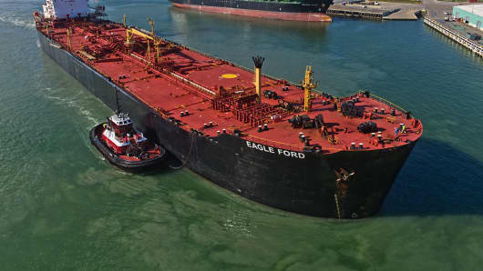 US crude inventories rise by 5 million barrels, EIA says