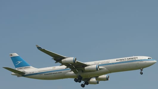 This picture taken in Tangerang on March 18, 2013 shows a Kuwait Airways plane preparing for landing over the Sukarno-Hatta airport in Tangerang.