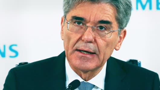 Siemens CEO Joe Kaeser addresses a news conference before the company's annual shareholders meeting in Munich, Germany, January 26, 2016.