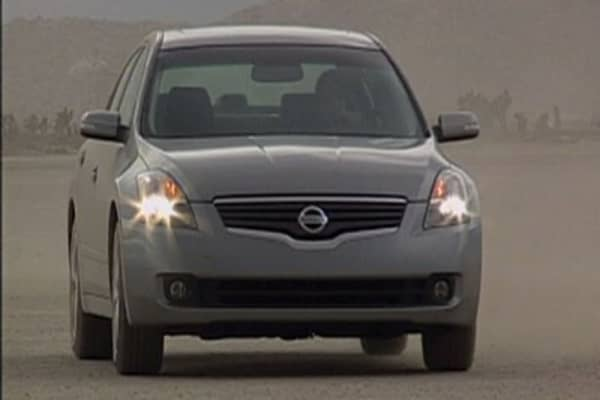 nissan recalling 846 000 altimas. Black Bedroom Furniture Sets. Home Design Ideas