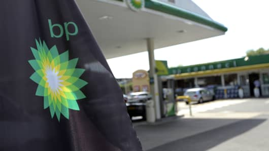 Shares in oil giant BP fall as it posts $999m annual loss