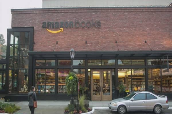 Amazon to open hundreds of bookstores