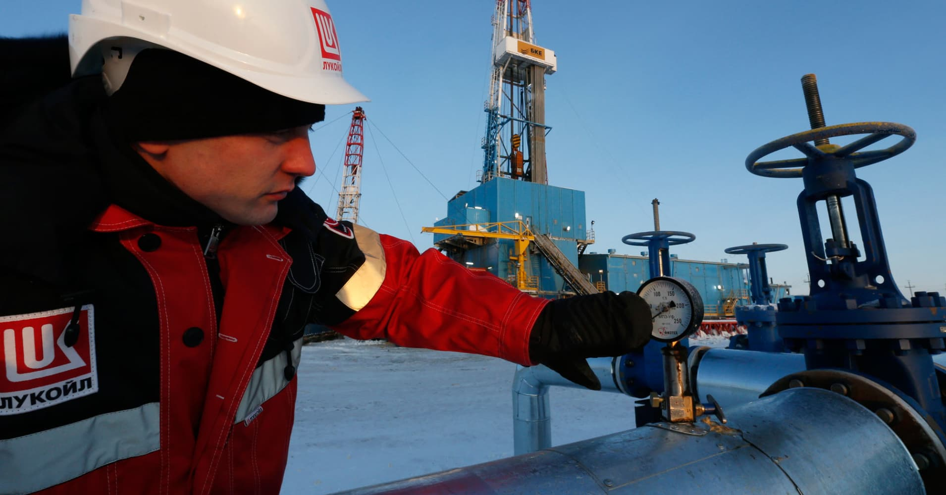 US oil closes 1.1 pct lower, but gains more than 3 pct for week