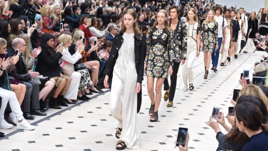 London Fashion Week - Burberry Spring 2016 Collection
