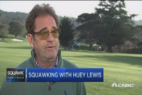 Free music is worrysome: Huey Lewis