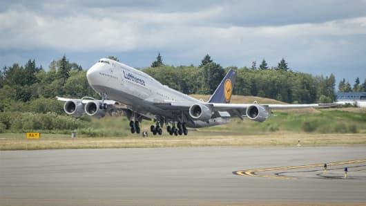 747 Lufthansa aircraft