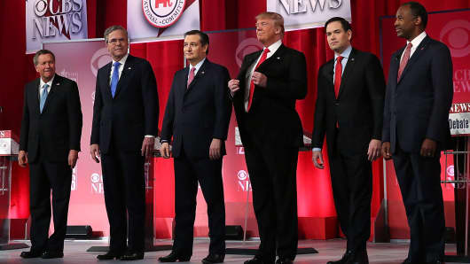 Republican presidential candidates (L-R) Ohio Governor John Kasich, Jeb Bush, Sen. Ted Cruz (R-TX), Donald Trump, Sen. Marco Rubio (R-FL) and Ben Carson stand on stage during a CBS News GOP Debate February 13, 2016 at the Peace Center in Greenville, South Carolina.