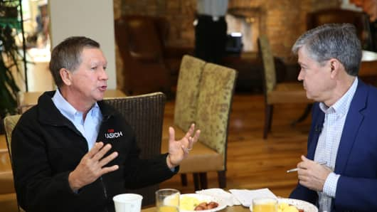 Republican presidential candidate John Kasich speaks with CNBC's John Harwood.