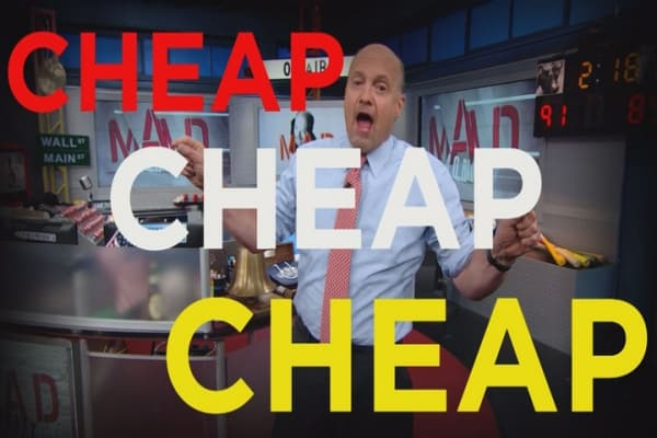 Cramer Remix: Why Apple is a hot value play