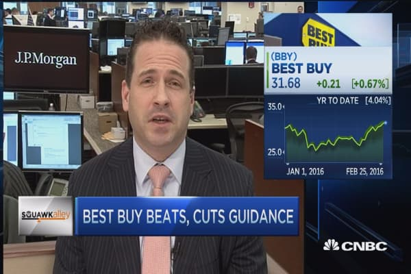Best Buy beats but cuts guidance