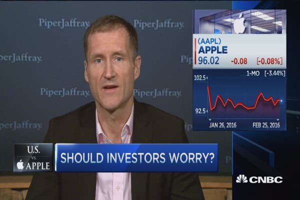 Analyst: Tim Cook is fighting for your privacy