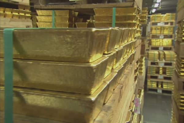 Deutsche Bank says it's time to buy gold